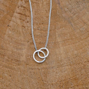 Mini linked circles necklace