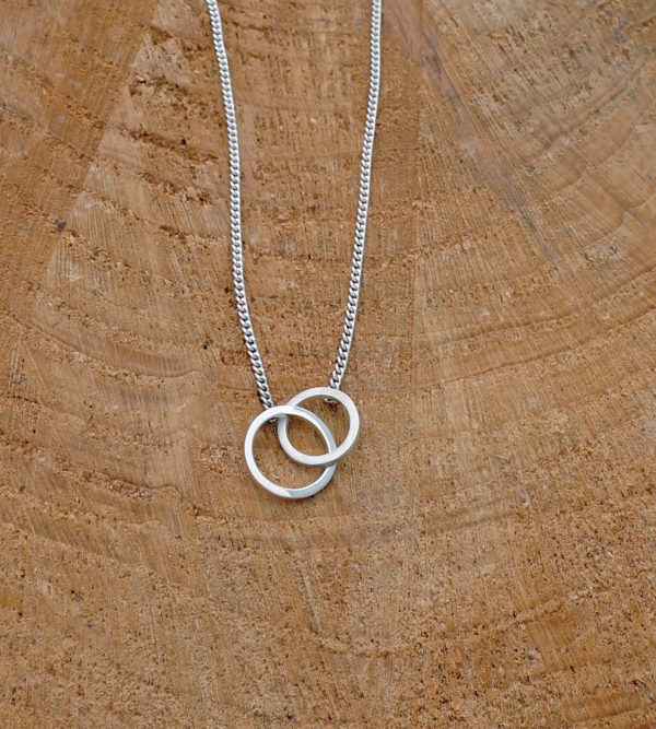 Mini linked circles necklace